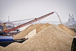 Threat - Sand mining in Donting Lake China - Justin Jin _ WWF-US